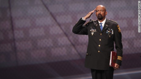 Reporter tweets profane email apparently from Sheriff Clarke