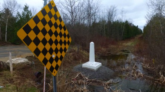 At the US-Canada border, there's no fencing and little police attention.