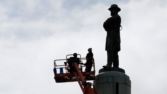 CORRECTS TITLE FROM PRESIDENT TO GENERAL Workers prepare to take down the statue of Robert E. Lee, former general of the Confederacy, which stands in Lee Circle in New Orleans, Friday, May 19, 2017.  The city is completing the Southern city