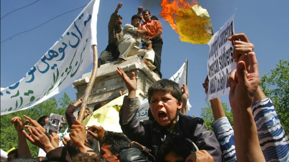 Protesters in Kabul rally against US President George W. Bush on May 12, 2005.