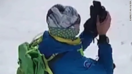climbers snapchat from everest curnow pkg_00022309.jpg