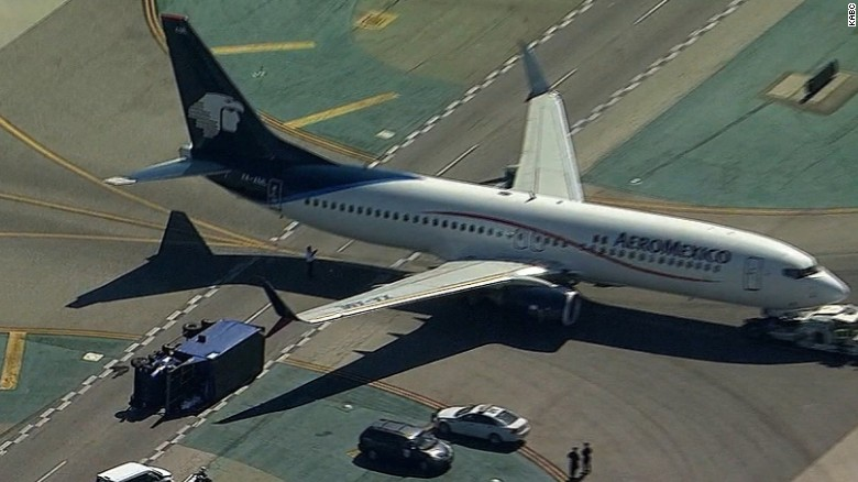 lax aeromexico passenger jet truck collision vstop orig cws_00000120