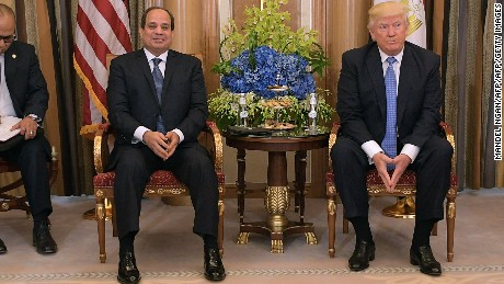 US, citing human rights, cuts some Egypt aid