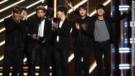 Bts Kpop Band Beats Us Stars To Win Billboard Music Award Cnn