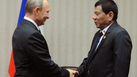 Russian President Vladimir Putin (L) meets Philippines President  Rodrigo Duterte on the sidelines of the APEC Summit in Lima, November 19, 2016.