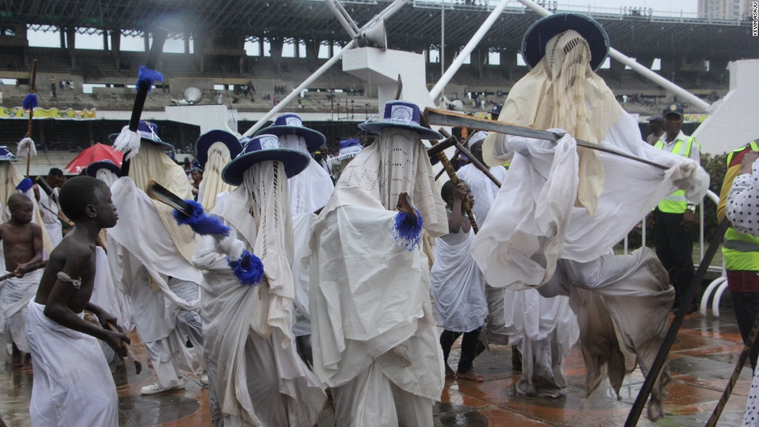 'Eyo' refers to the dancers who take part in the festival, they are also known as masquerades. The festival started at 5 am as different Eyo groups started their procession around Lagos island. The Eyo groups danced, beat drums and sang as they made their way through the streets.