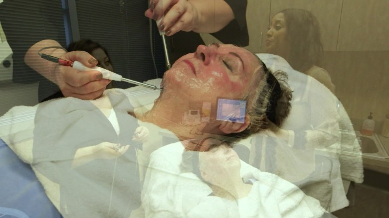 Electric zap for facial stimulation