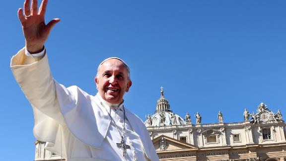 VATICAN CITY, VATICAN - MARCH 29:  Pope Francis waves to the faithful as he leaves St. Peter