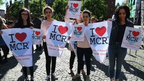 MANCHESTER, ENGLAND - MAY 23:  Members of the public gather to attend a candlelit vigil, to honour the victims of Monday evening's terror attack, at Albert Square on May 23, 2017 in Manchester, England. Monday's explosion occurred at Manchester Arena as concert goers were leaving the venue after Ariana Grande had just finished performing. Greater Manchester Police are treating the explosion as a terrorist attack and have confirmed 22 fatalities and 59 injured.  (Photo by Jeff J Mitchell/Getty Images)