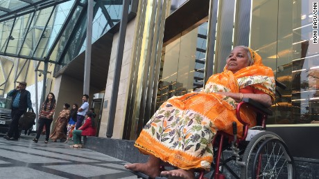 Reporter Moni Basu took Amina, a woman who worked for her mother, to the most upscale mall in Kolkata.
