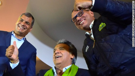 TOPSHOT - Ecuadorean President Rafael Correa (L), the presidential candidate of the ruling Alianza PAIS party, Lenin Moreno (C), and his running-mate Jorge Glas (R) give a thumbs up as they listen to the first results of the runoff election, in Quito on April 2, 2017. / AFP PHOTO / RODRIGO BUENDIA        (Photo credit should read RODRIGO BUENDIA/AFP/Getty Images)