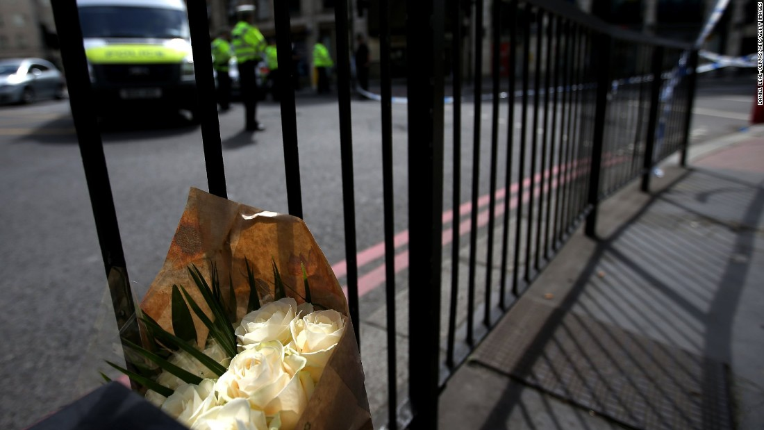 A bouquet of flowers left near the police cordon at London Bridge on June 4.