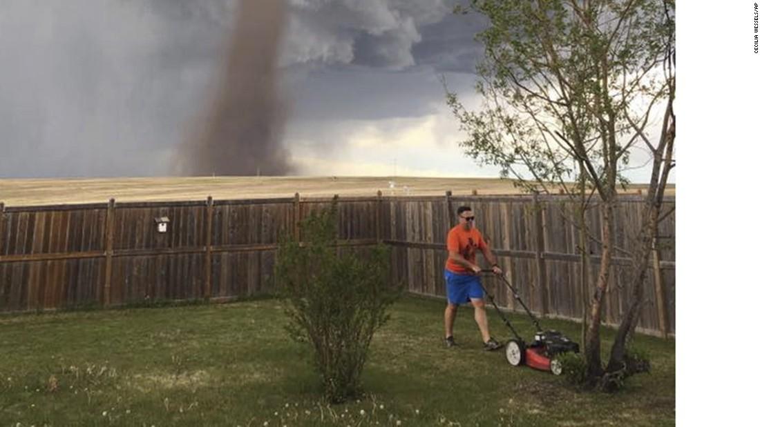 What Tornado Honey The Grass Needs Cutting Cnn