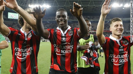 "Nice's Italian forward Mario Balotelli (C) celebrates his team's victory at the end of the French L1 football match OGC Nice (OGCN) vs Olympique de Marseille (OM) on September 11, 2016 at the ""Allianz Riviera"" stadium in Nice, southeastern France. / AFP / VALERY HACHE        (Photo credit should read VALERY HACHE/AFP/Getty Images)"
