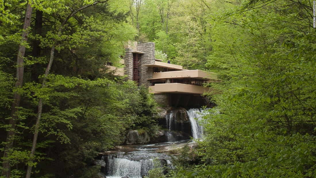 Fallingwater, another Frank Lloyd Wright project in Fayette County, Pennsylvania, took this aesthetic even further.