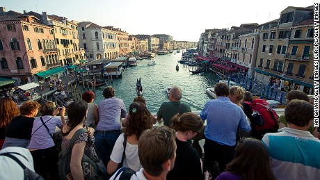 LONDON, ENGLAND - SEPTEMBER 09:  Tourists look at the view across the Grand Canal from the Rialto bridge on September 9, 2011 in Venice, Italy. (Photo by Ian Gavan/Getty Images)