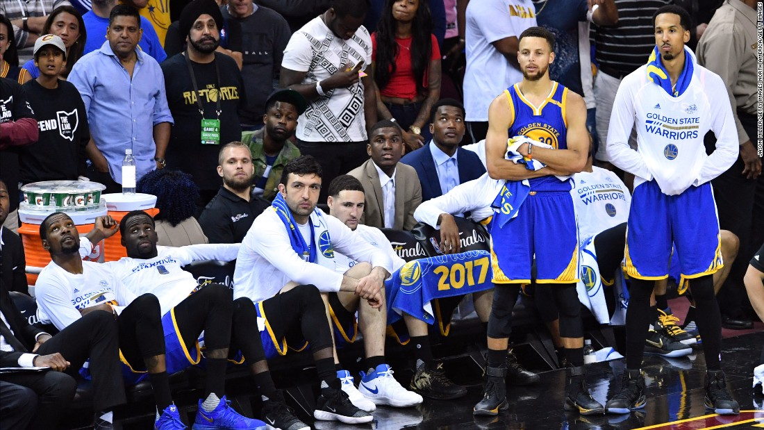 Golden State players react on the bench late in Game 4.