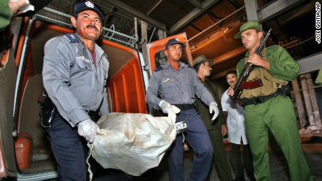 Cuban police officers and Coast guards unload 25 sacks of marijuana on February 22, 2005 in Las Tunas, Eastern Cuba.