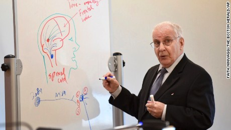 Dr. Peter Breggin uses a whiteboard to illustrate a point Monday at Michelle Carter's trial.