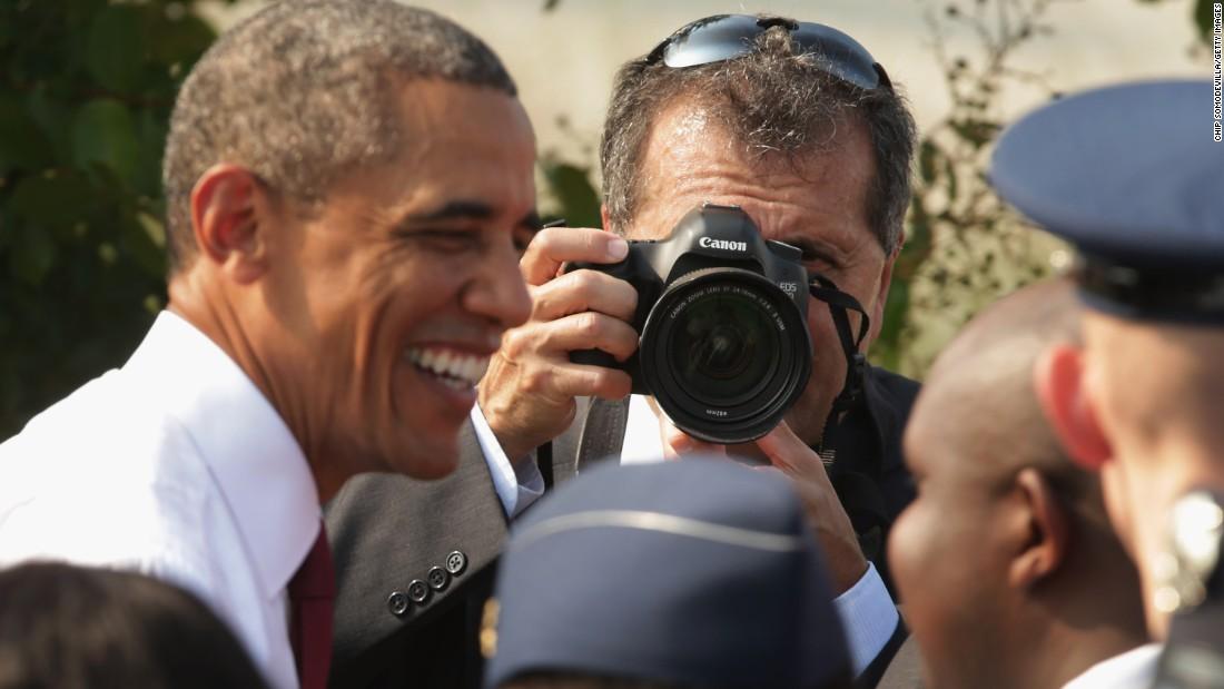 Obama's chief photographer trolls Trump