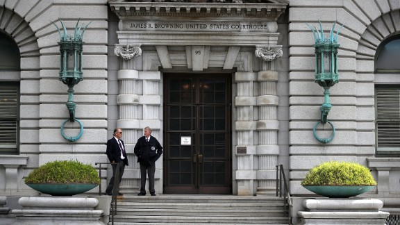 Security guards in front of the 9th US Circuit Court of Appeals on June 12, 2017, in San Francisco.  (Photo by Justin Sullivan/Getty Images)