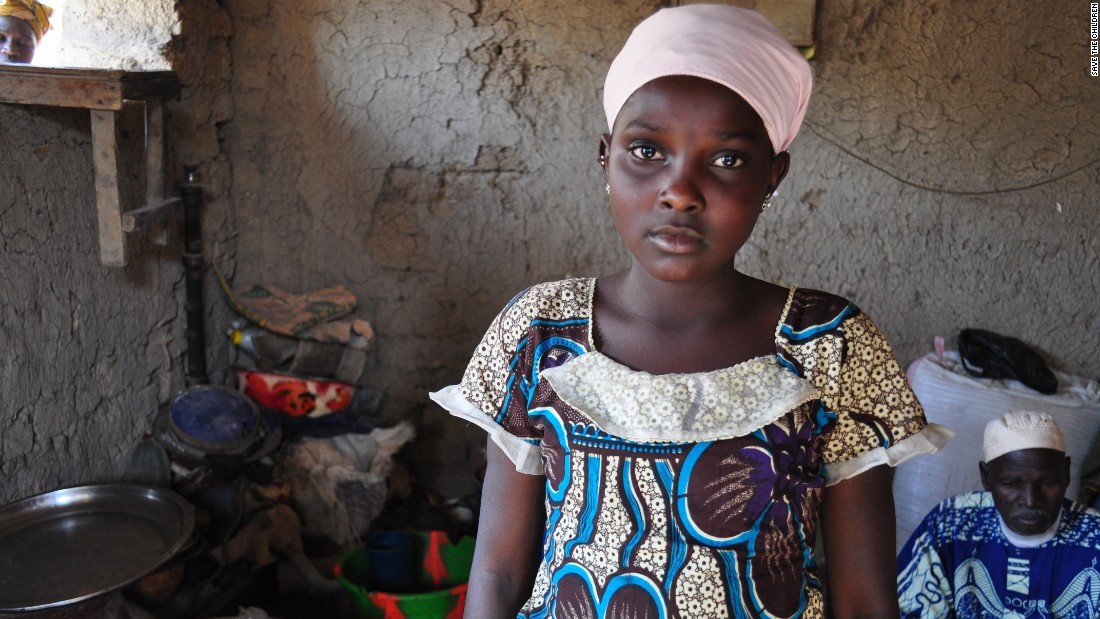 <strong>Mali: </strong>A 12-year-old girl had to leave school after fighting broke out in her village, leaving her displaced in another village in central Mali. In this country, 47.3% of kids are out of school.