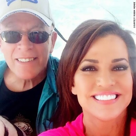Robin Meade with her parents in 2016.