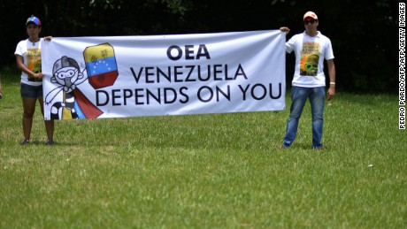 Members of the Venezuelan community in Mexico stage a protest against the Venezuelan government on the eve of the opening of 47th General Assembly of the Organization of American States (OAS or OEA in Spanish), outside the international airport in Cancun, Mexico on June 18, 2017. / AFP PHOTO / PEDRO PARDO        (Photo credit should read PEDRO PARDO/AFP/Getty Images)