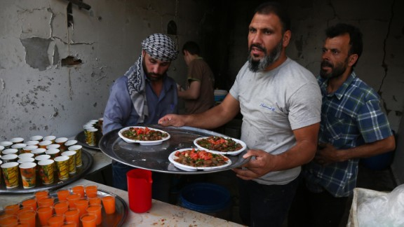 A chef cooks food in preparation for iftar in Douma.