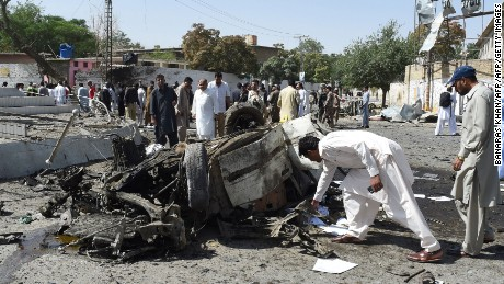 Pakistani security officials inspect the site of a powerful explosion that targeted a police vehicle in Quetta on June 23, 2017. An explosion targeting a police vehicle in Pakistan's southwestern Quetta city on June 23 killed at least five people and injured 14 others, officials said. The explosion occurred in front of the office of the police chief in Quetta city, which is capital of the mineral rich southern Balochistan province rife with the separatist and Islamist insurgencies. / AFP PHOTO / BANARAS KHAN        (Photo credit should read BANARAS KHAN/AFP/Getty Images)