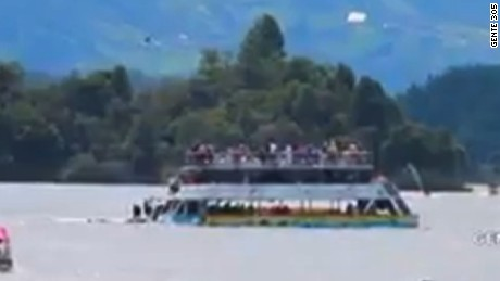 colombia tourist boat sinks