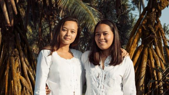 Melati and Isabel Wijsen, two sisters from the Indonesian island of Bali, are campaigning to ban plastic bags locally and reduce the impact of plastic waste globally.