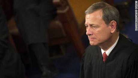 Chief Justice Roberts avoids controversy, praises work of judges in year-end report