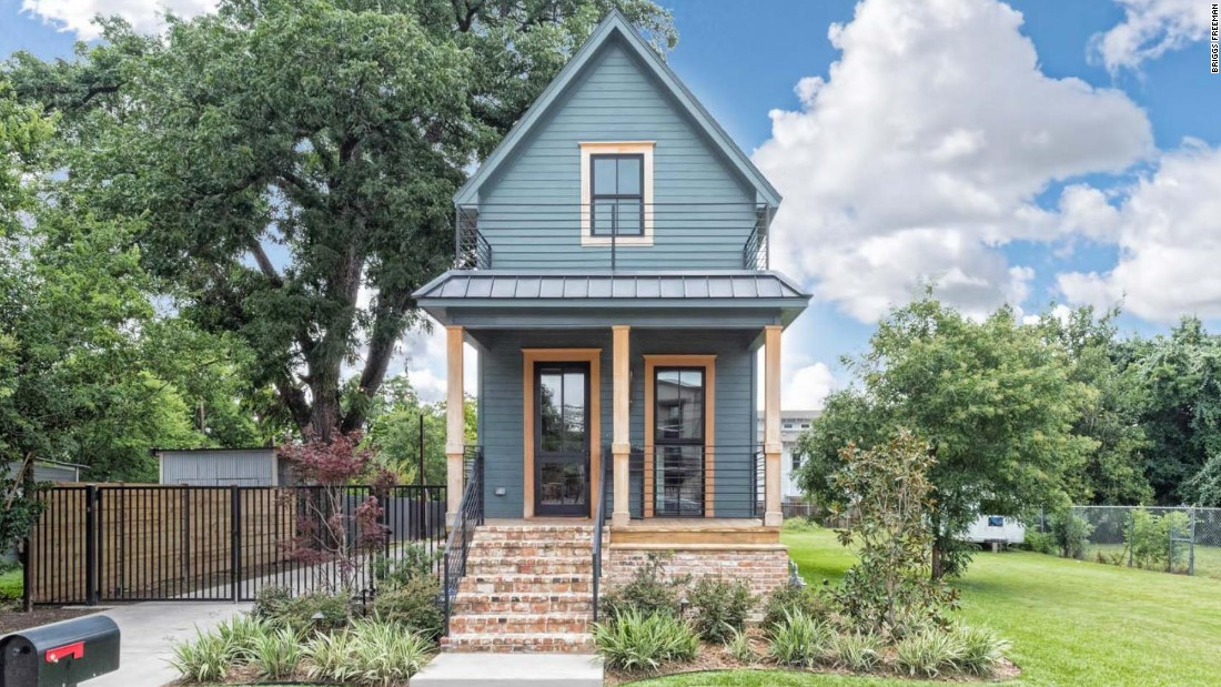 Popolare 1-bed 'Fixer Upper' home lists for $950K - CNN Video RF96