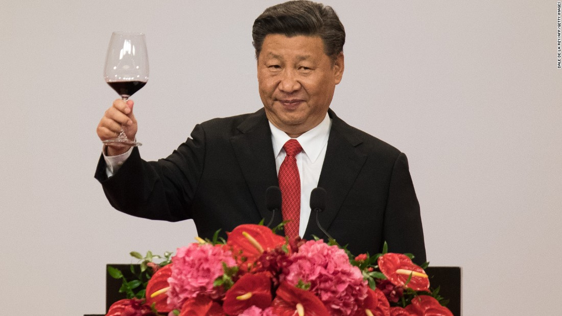 China's President Xi Jinping makes a toast during a banquet, urging Hong Kongers to unite and build on the progress of their predecessors.