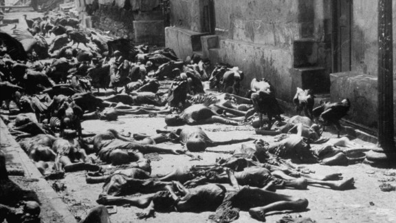 Vultures feed on corpses lying abandoned in an alleyway after the rioting between Hindus and Muslims in Kolkata in 1946.