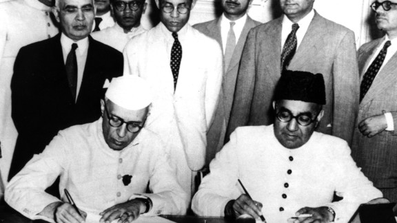 """Nehru and Liaquat Ali Khan, Pakistan's first Prime Minister, sign an <a href=""""http://www.assam.gov.in/documents/1631171/0/Annexure_3.pdf?version=1.0&t=1444717496501"""" target=""""_blank"""" target=""""_blank"""">agreement</a> between India and Pakistan confirming minority and refugee rights in April, 1950 in New Delhi."""