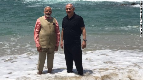 Israeli Prime Minister Benjamin Netanyahu and Indian Prime Minister  Narendra Modi at the beach.