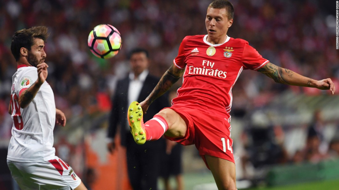 Swedish center back Victor Lindelof missed just two league matches of Benfica's title-winning 2016/17 campaign, during which the Portuguese club conceded a mere 19 goals in 34 league matches.