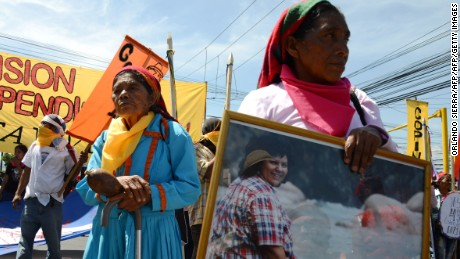 Honduras Lenca natives protest in Tegucigalpa on June 15, 2016 against the murder of indigenous environmentalist Berta Caceres last March. The activists demand the creation of an international commission to investigate her homicide under the control of the Inter American Commission of Human Rights.  / AFP / ORLANDO SIERRA        (Photo credit should read ORLANDO SIERRA/AFP/Getty Images)
