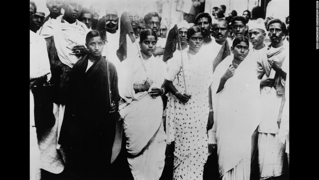 Indian women volunteers carry flags and parade through the streets of Madras, south India, protesting for the country's self-governance on November 6, 1945.