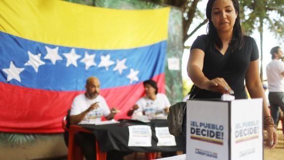 RIO DE JANEIRO, BRAZIL - JULY 16:  An expatriate Venezuelan casts her ballot during an unofficial referendum, or plebiscite, held by Venezuela