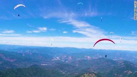 Paragliding marathon with the world's best