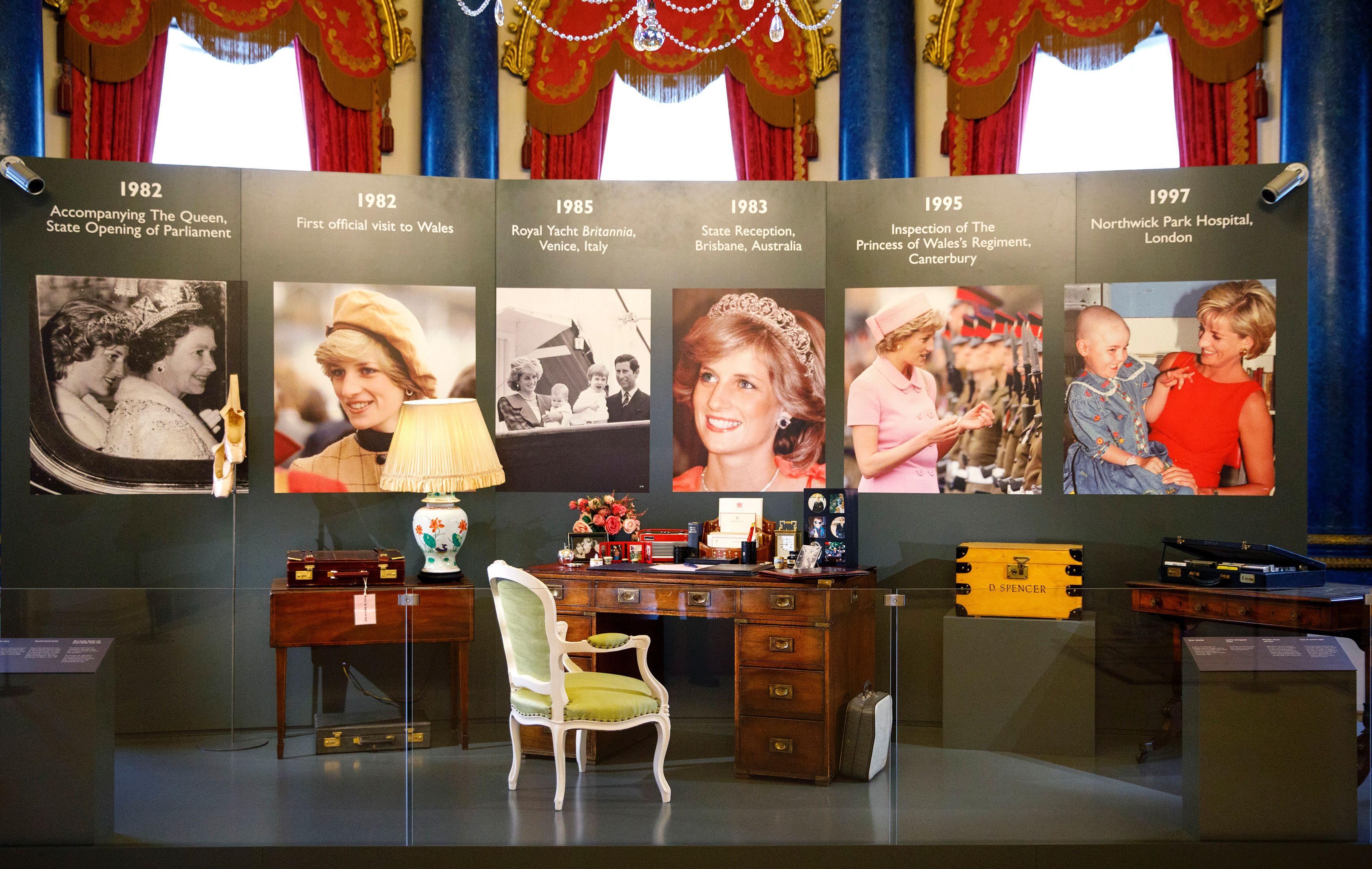 Princess Dianas Belongings Are Going on Display at Buckingham Palace Princess Dianas Belongings Are Going on Display at Buckingham Palace new foto