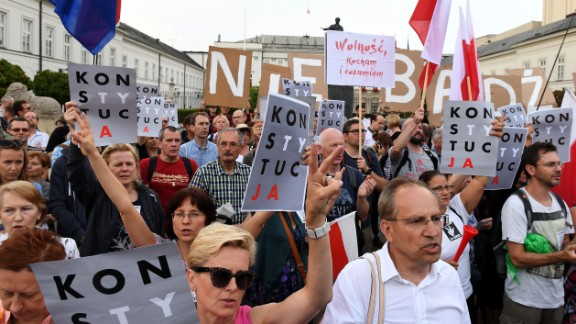 "Protesters hold posters reading ""constitution"" and ""I love and understand Freedom"" during a protest in front of the presidential palace in Warsaw, as they urge Polish President to reject a bill changing the judiciary system on July 23, 2017. Protesters take to the streets across Poland after lawmakers adopted a controversial reform of the Supreme Court despite the threat of unprecedented EU sanctions. The rallies sprung up after the lower house of parliament, which is controlled by the ruling conservative Law and Justice (PiS) party, voted 235 to 192 -- with 23 abstentions -- in favor of giving the government power to select candidates for the court."