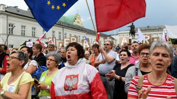 Protesters rally in front of the presidential palace in Warsaw on Sunday.