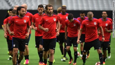 Jermaine Jones (L) and Kyle Beckerman (2nd L) train with teammates at the University of Phoenix Stadium in Phoenix, Arizona, on June 23, 2016, two days before the COPA America 2016, 3rd place final soccer match against Colombia.  / AFP / Mark Ralston        (Photo credit should read MARK RALSTON/AFP/Getty Images)
