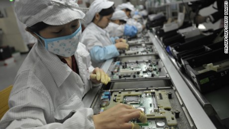 "This photo taken on May 27, 2010 shows Chinese workers in the Foxconn factory in Shenzhen, in southern China's Guangdong province.  A labour rights group said on June 28, it had found ""deplorable"" conditions at Apple suppliers in China, following a probe of several firms that supply the US technology giant.     CHINA OUT      AFP PHOTO        (Photo credit should read STR/AFP/GettyImages)"