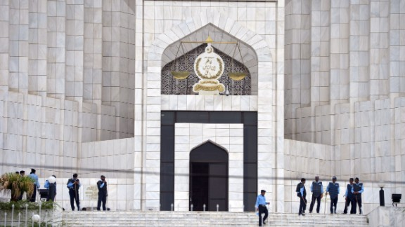 Pakistani policemen stand guard at the premisses of the Supreme Court building during a hearing on the Panama Papers case in Islamabad on July 28, 2017.  Pakistan's Supreme Court was set to announce a new judgement on July 28 that could topple Prime Minister Nawaz Sharif, who is embroiled in a long-running corruption case that has gripped the country. Around 3,000 police and paramilitary forces were deployed around the court in Islamabad ahead of the ruling, due to be announced Friday morning, a police spokesman said. / AFP PHOTO / AAMIR QURESHI        (Photo credit should read AAMIR QURESHI/AFP/Getty Images)