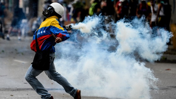 Opposition demonstrators clash with riot police ensuing an anti-government protest in Caracas, on July 26, 2017. Venezuelans blocked off deserted streets Wednesday as a 48-hour opposition-led general strike aimed at thwarting embattled President Nicolas Maduro's controversial plans to rewrite the country's constitution got underway. / AFP PHOTO / FEDERICO PARRA        (Photo credit should read FEDERICO PARRA/AFP/Getty Images)